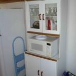 Kitchen cabinet and microwasve